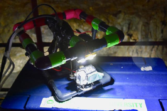 稲積水中鍾乳洞 水中ロボット