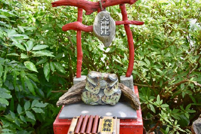 日出 石ころたちの動物園 神社