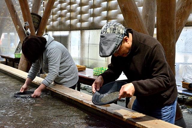 鯛生金山 砂金採り