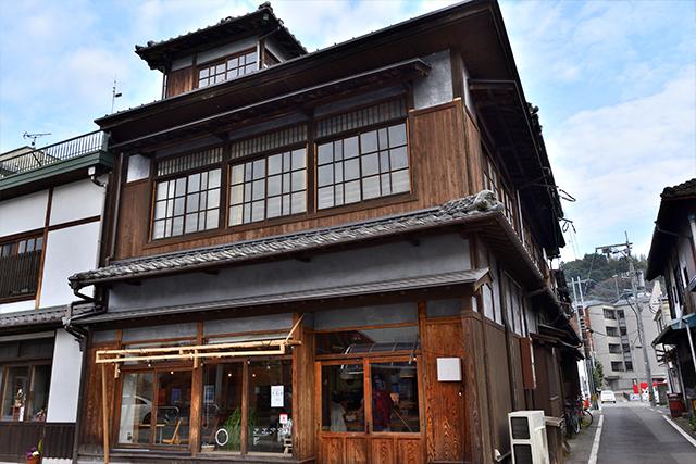 開山1300年 ゲストハウス たけた駅前ホステル cue 外観